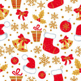 Sömlös modell för jul och för nytt år med klotterklockor, bollar, julstrumpor Arkivbilder