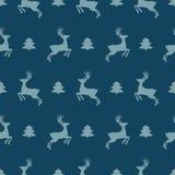Sömlös modell för julsymboler med trädet och hjortar för nytt år Lycklig vinterrekreationtapet med beståndsdelar av naturdekoren royaltyfri illustrationer