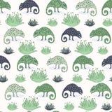 Sömlös modell för kameleontödla och för suckulent växt För tegelplattavektor för grön reptil repeatable illustration stock illustrationer