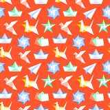 Sömlös modell för origami med plana symboler Pappers- kranar, fågel, fartyg, illustrationer för plan vektor Röd kulör bakgrund vektor illustrationer