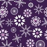 Sömlös modell för purpurfärgad och vit snöflingajul royaltyfri illustrationer