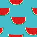 Sömlös modell för sommar med den hand drog vattenmelon på turkosbakgrunden Royaltyfri Bild