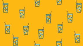 Sömlös modell för textur av härliga trevliga smakliga uppfriskande alkoholdryckcoctailar med sugrör och is på en gul apelsin stock illustrationer