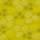 Sömlös modell för vår med abstrakta blommor Ändlös gul bakgrund Mall för design och garnering Arkivbild