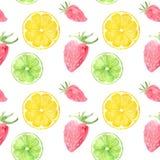 Sömlös modell för vattenfärg med frukter och bär: jordgubbe, limefrukt och citron som isoleras på vit bakgrund Vektor Illustrationer