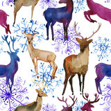 Sömlös modell för vattenfärg med vita deers och snöflingor för snö, stock illustrationer