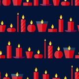 Sömlös modell för vektor av olika brinnande röda stearinljus Royaltyfri Foto