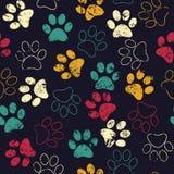 Sömlös modell för vektor med katt- eller hundfotspår Gullig colorfu Royaltyfri Fotografi