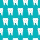 Sömlös modell för vektor med tänder på en blå bakgrund Gullig kawaiistil royaltyfri illustrationer