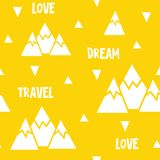 Sömlös modell för vektor som göras av berg, ord och trianglar Royaltyfri Fotografi