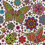 Sömlös modell med blommor, nyckelpigan och fjärilar blom- romantiker för bakgrund Blåa och vita färger stock illustrationer