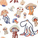 Sömlös modell med den gulliga manet, bläckfisken och korall royaltyfri illustrationer