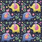 Sömlös modell med elefanter, fåglar, växter, djungel, blommor, hjärtor, bär Royaltyfria Foton