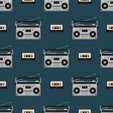 S?ml?s modell med gamla boomboxes och bandkassetter Tappningmusiktryck retro vektor f?r illustration royaltyfri illustrationer