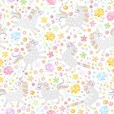 Sömlös modell med gulliga enhörningar och färgrika blommor på vit bakgrund också vektor för coreldrawillustration stock illustrationer