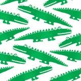 Sömlös modell med gulliga krokodiler royaltyfria bilder