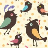 Sömlös modell med lyckliga fåglar Arkivfoton