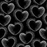 Sömlös modell med prickiga hjärtor på en svart bakgrund Vektor Illustrationer