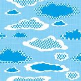 Sömlös modell med prickiga moln på den Sharped bakgrunden C Arkivfoton