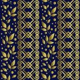 Sömlös modell med prydnaden, sidor och prickar i guld- lutning på blå bakgrund royaltyfria bilder
