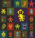Sömlös modell med retro monster från dataspelen royaltyfri illustrationer