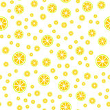 Sömlös modell med skivan av citroner också vektor för coreldrawillustration Arkivfoto