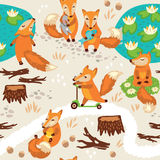Sömlös modell med små gulliga rävar cartoon Arkivfoto