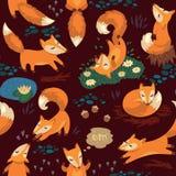 Sömlös modell med små gulliga rävar vektor Royaltyfria Bilder