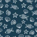 Sömlös modell med tecknad filmfisken, snäckskal, sjöstjärna vektor illustrationer