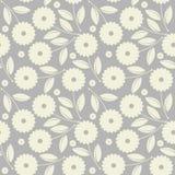 Sömlös modell med vita blommor och sidor som isoleras på grå färger Arkivfoto