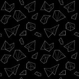 Sömlös modell med vita polygonal former på svart bakgrund Arkivbilder