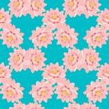 Sömlös modell rosa färgerna för lotusblommablomma på en blå bakgrund Fotografering för Bildbyråer