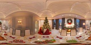 Sömlös panorama 360 för virtuell verklighet och faktisk 3D turnerar Jul som är inre med en spis och en festlig tabell Arkivfoto