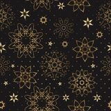 Sömlös prydnad för tappning med guld- stjärnor och snöflingor på en svart bakgrund Dekorativ bakgrund för tyg, textil, wrappin stock illustrationer