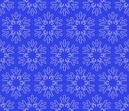 Sömlös snöflingabakgrund på mörker - blå bakgrund Royaltyfri Fotografi
