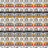 Sömlös stil för bakgrundsmodellhipster med audiocassetten musik ljud retro Magnetiskt band Analoga multimedia Royaltyfria Bilder