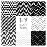 Sömlös svartvit geometrisk bakgrundsuppsättning. Fotografering för Bildbyråer