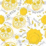 Sömlös textur för klotter Apelsin och färgstänk av fruktsaft på en ljus bakgrund För att förpacka organiska produkter och annan s stock illustrationer