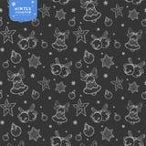 Sömlös vektormodell för ferie med klockor, julbollar och stjärnor i silverfärger på mörk bakgrund royaltyfri illustrationer
