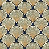 Sömlös vektormodell med beigea snäckskal på marinbakgrund royaltyfri illustrationer