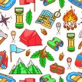 Sömlösa färgrika campa utrustningar royaltyfri illustrationer