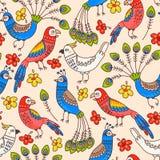 Sömlösa papegojor och påfåglar Royaltyfri Bild