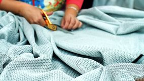 Sömmerska Cutting Fabric stock video