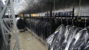 Sömnadfabrik Klädbransch Sömnad av yttre kläder arkivfilmer