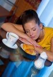 sömnig frukost royaltyfria bilder