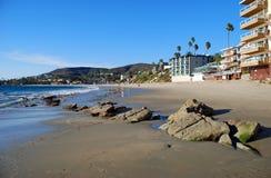 Sömnig ihålig strand i Laguna Beach, CA Arkivfoton
