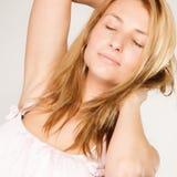 Sömnig kvinna med ingen makeup Royaltyfria Foton