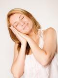 Sömnig kvinna med ingen makeup Royaltyfria Bilder