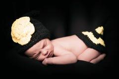 Sömnig nyfödd flicka Royaltyfri Foto