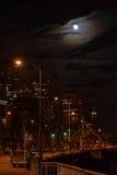 Sömnlöst på Seattle strand på natten, Seattle, Washington Arkivfoton